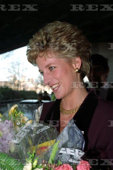 09 December 1993 Princess Diana at the National Theatre, London