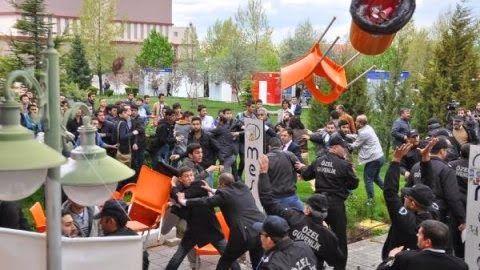 Turgay Aksoy: Kavga Eden Üniversiteliler