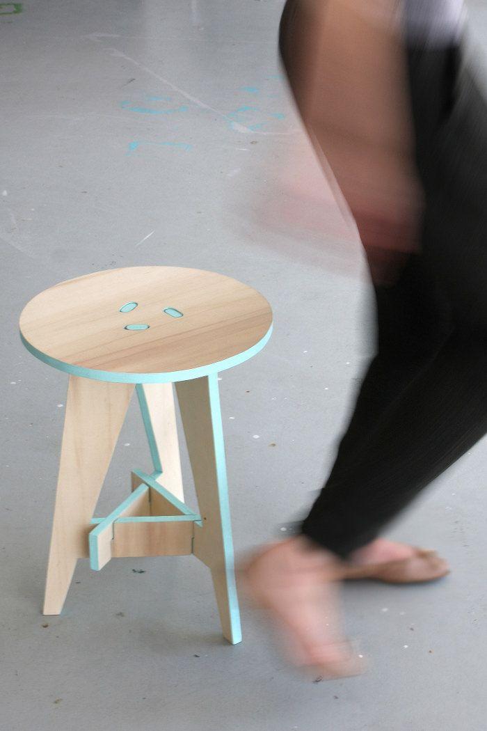 Karolina Tarkowska, designer polonaise nous présente Puzzle Stool, un énième meuble en kit me direz-vous, et bien oui !