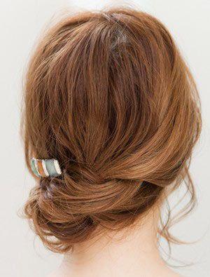 自分でできる髪型 ミディアムヘアねじるアップスタイル3-3