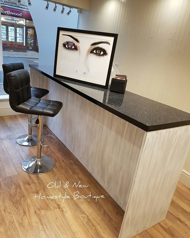 Nail bar finished with a new grey & white drybrush look...& a happy client 😙 @thelashbrowbar_barnstaple 🙈 💙 . . . #makeover #workinprogress #nailbar #paint #painteffect #woodeffect #commission #paintedfurniture #chalkpaint #drybrush #lovewhatyoudo #dowhatyoulove #makingdreamscometrue #girlboss #workhard #goals #interiordesign #interior #lovemyjob #beautysalon #shabbychic #update #decor #lashandbrowbar #oldandnewhomestyleboutique