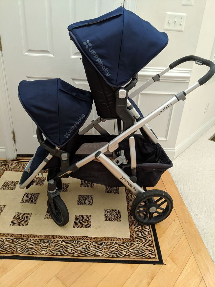 2017 Uppababy Vista in Navy (Taylor) blue color. Has been