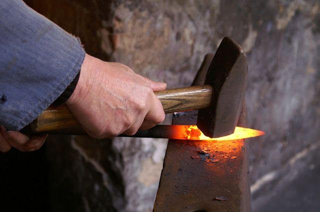 Menjadi Tukang Besi dan Tukan Pedang Tuhan