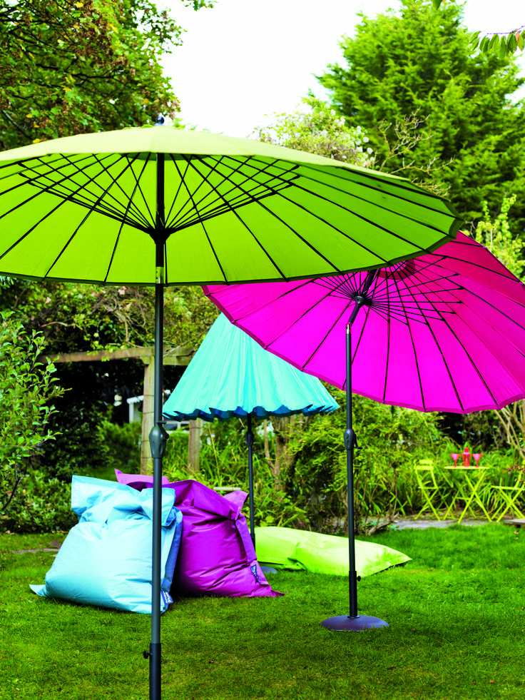 Garden Japaneses style umbrellas, bright pink and green to bring live to your garden #outdoor #accessories