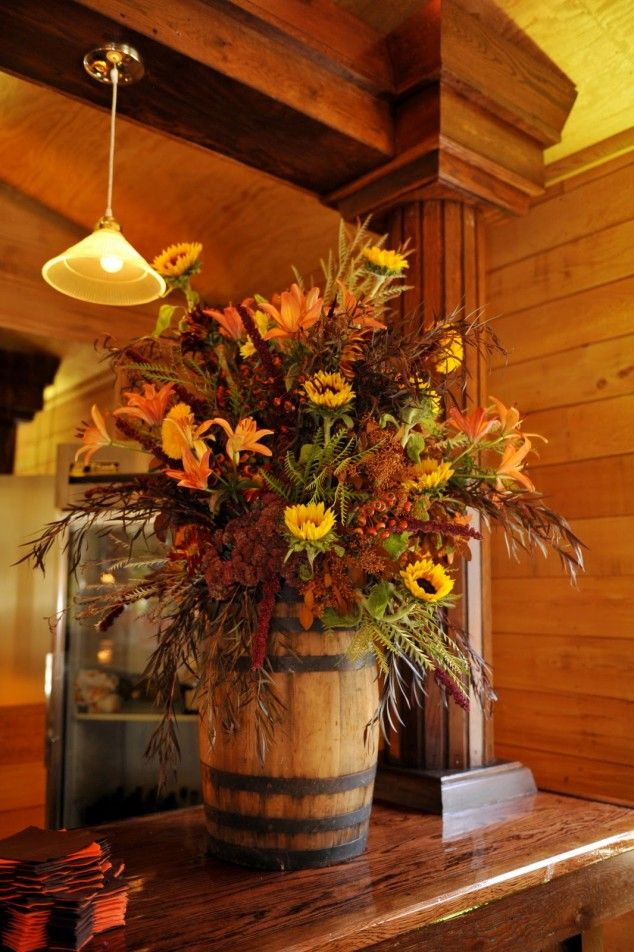 20 Creative DIY Thanksgiving Ornaments And Centerpieces I LOVE this old barrel look! Beautiful!!!