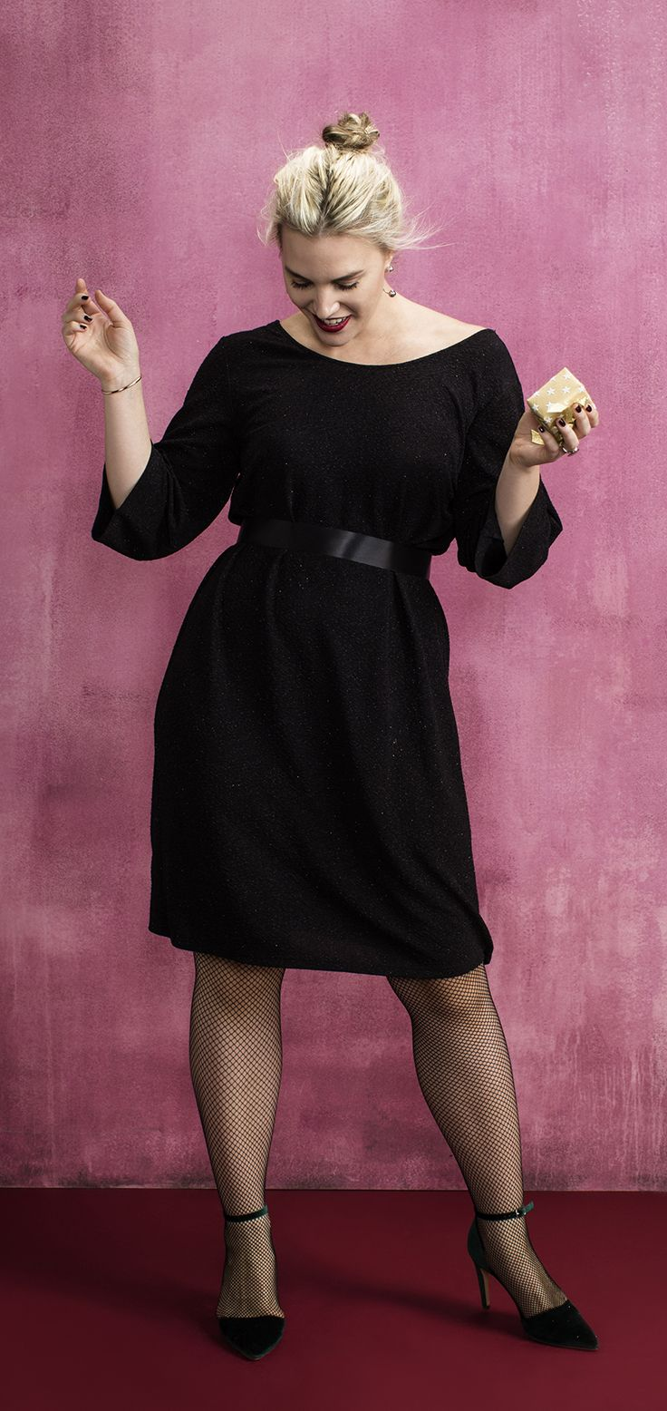 Steel de show in deze fonkelende black dress van Zizzi. #Zizzi #zwart #jurk