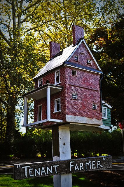 tom burke birdhouses  Use sheetrock mud on the exterior, paint red, then score for the masonry lines