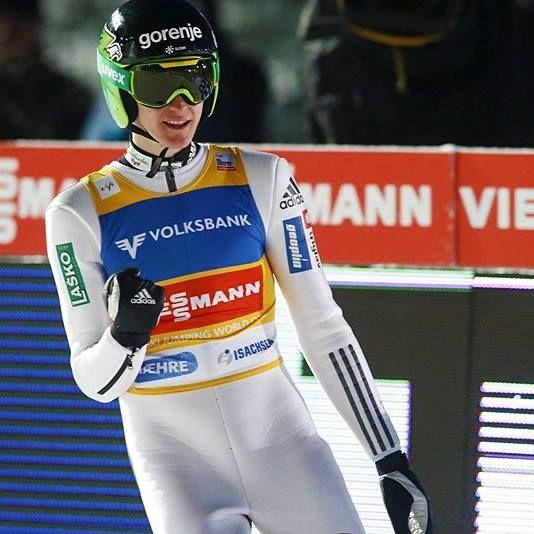 PETER PREVC!!! 14. februar, 2016 ~ Peter je danes enostavno nepremagljiv! Ubranil je napade vseh ostalih skakalcev, zajadral in pristal pri 249 metrih! Drugi je bil Avstrijec Stefan Kraft, tretji pa Norvežan Stjernen. Čestitke, Peter, pričaral si nam čudovit vikend!