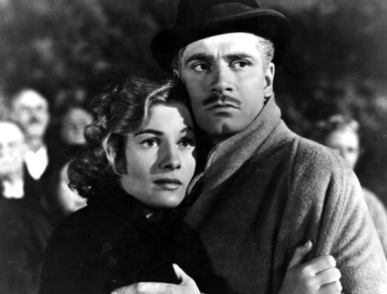 Rebecca / Hitchcock. Laurence Olivier fab et Joan Fontaine qui change au fur et à mesure du film une grande comédienne.