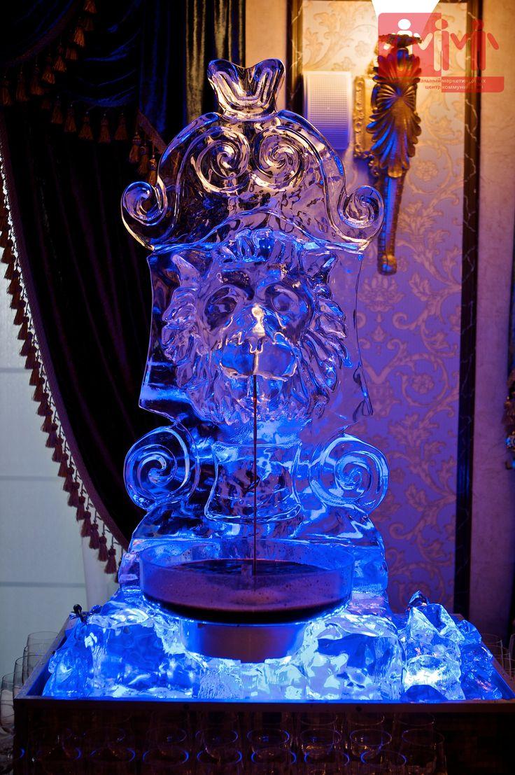Ледяная фигура в виде головы льва под горячительные напитки. #urcmk #event #вечеринка #юрцмк #промо #lion #ice