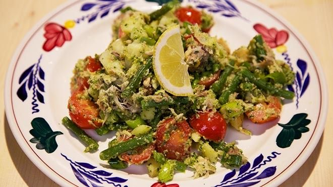 Makreel-aardappelsalade met korianderpesto - De Makkelijke Maaltijd | 24Kitchen