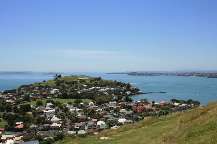 North Head (an extinct volcano) from Mt. Victoria (another extinct volcano)...