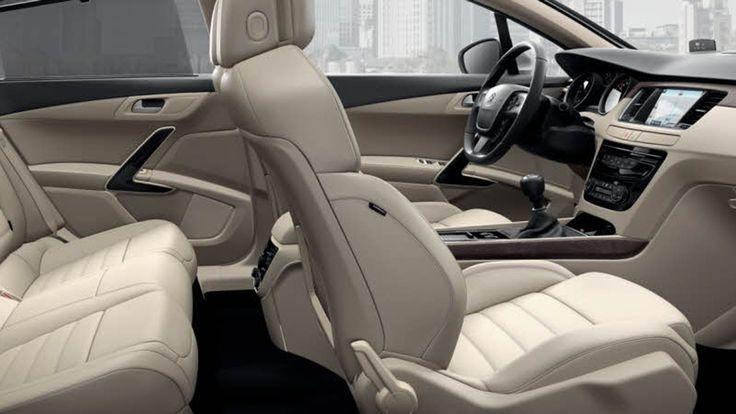A arquitectura interior do novo Peugeot 508 foi particularmente estudada para oferecer mais conforto a todos os ocupantes. No centro de um habitáculo muito elegante, desfrute do espaço e de equipamentos pensados para aumentar o seu prazer a bordo.