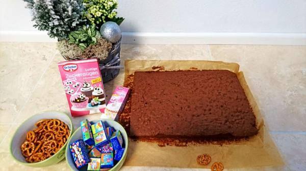 Yummy Rudolph the rednosed reindeer chocolate cake!!! Kids love it!  Lecker Rudolph Rentier Schokokuchen! Mit Kindern backen!  #chocolate #Schokolade #kuchen #cake #baking #backen #Kids #Kinder #Rudolph #reindeer #Rentier #Weihnachten #Winter #Schokokuchen #Schokoladekuchen #Backideen #lustigerkuchen #Kinderdiytrends #Geschenkidee