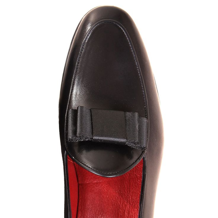 #HandmadeShoes: Olimpo Black. Details: #Leather #Loafers, Outsole & Insole Lining Leather, Bow on Top, Hand-Painted, Handmade in Europe, Includes: VACCIO Velvet Dustbag & VACCIO Box | www.vaccio.it