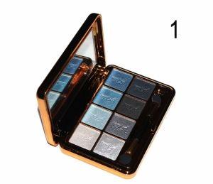 Paco Rabanne 1 Million 8-color тон 1 - профессиональные тени для век. Идеально сочетающиеся голубые и серые тона.  Легкий блеск придаст взгляду особый шарм.  Обладают всеми желаемыми для теней качествами: красивый насыщенный цвет, легкость нанесения, стойкость.  Благодаря тонкому изящному футляру, зеркальцу и двойному аппликатору, тени также являются замечательным дорожным вариантом.  http://duxi250.ru/products/teni-paco-rabanne-1-million-8-color-to