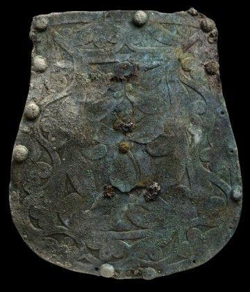 A Bugyi mellett előkerült tarsolylemez – restaurálás előtt