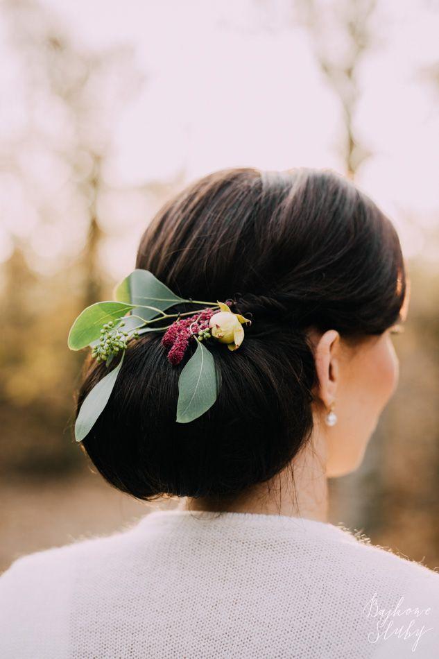 wedding / kwiaty we włosach /  fot. Bajkowe Śluby