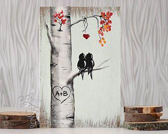 Benutzerdefinierte Hochzeit Geschenk Dekor rustikal Palette Kunst erschwinglich Original Gemälde Love Bird Malerei Aspen Gemälde Birke Baum Malerei personalisierte Hochzeitsgeschenk für paar  Liebe Vögel Malerei auf Holz  Dies ist aus und nun hinzufügen Initialen (wenn Sie möchten) und Schiff. Keine Wartezeiten-Wochen für ein personalisiertes Geschenk. Die in den ersten beiden Bildern ist der, den Sie erhalten. Die Initialen werden Digital ein Beispiel platziert. {Size}  6 1/4 x 5 3&#x2F...
