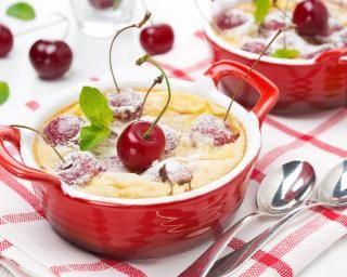 Clafoutis de mamie aux cerises : http://www.fourchette-et-bikini.fr/recettes/recettes-minceur/clafoutis-de-mamie-aux-cerises.html