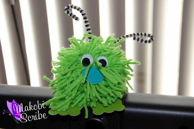 Fun pom pom preschool craft for kids. This easy pom pom craft was super fun to do with my toddler too!