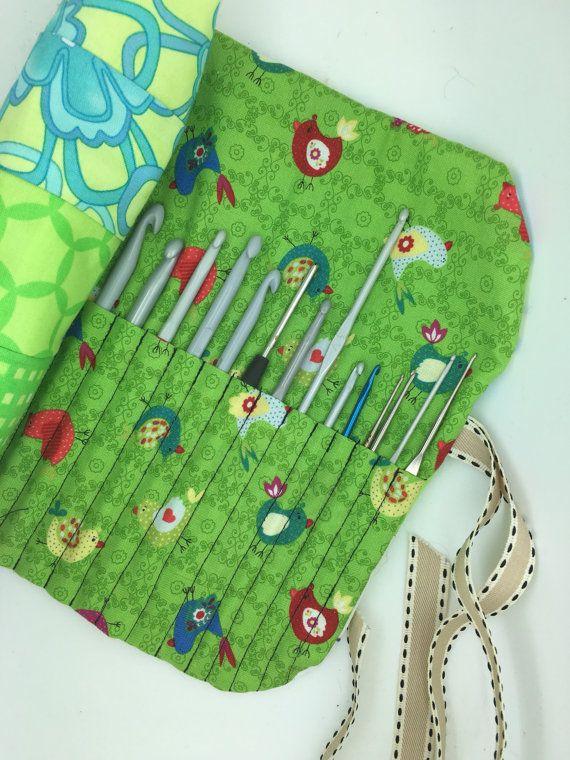 Porta uncinetti o pennelli trucco in cotone. ottimo per portare con te i tuoi strumenti di Hobbies tutto lavorato a patchword, imbottito, molto comodo e grande