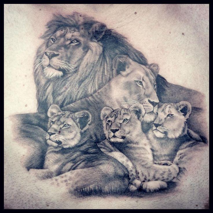 """69 Likes, 4 Kommentare – Veronica Lendel (@ladyvlendel) auf Instagram: """"Lion family"""""""