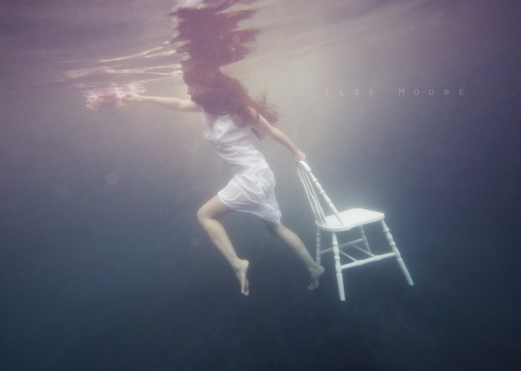Interview | Underwater Photography With Ilse Moore & Elsa Bleda... http://www.onesmallseed.com/2012/10/underwater-with-ilse-moore-and-elsa-bleda/