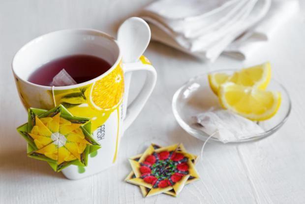 Pořádáte čajový dýchánek? Vyzkoušejte ozdoby  ve stylu origami zvanou Tea Bag Folding, jednoduše řečeno skládání z čajových sáčků.