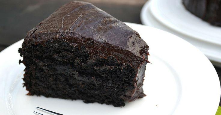 Jemný veganský čokoládový dort s avokádem
