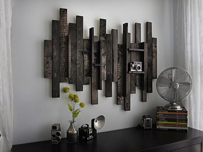 Love how pallet wood was reused to make this kind of wall shelf/decoration to give rustic touch into your interior design. Perfect inside a modern interior