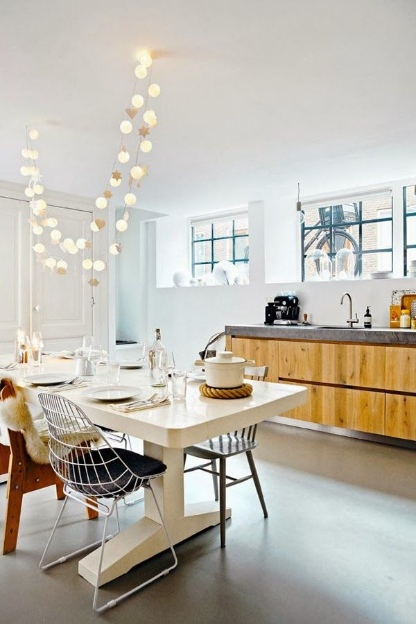 Lovely idea to put focus on the dining table in the middle of the room