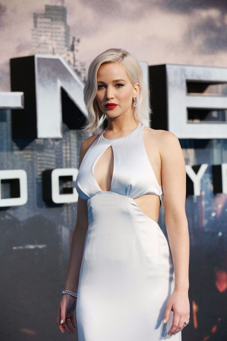 "Jennifer Lawrence at the premiere of ""X-men: Apocalypse"" in London, 2016."