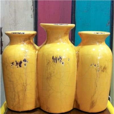 Cluster vase in yellow.
