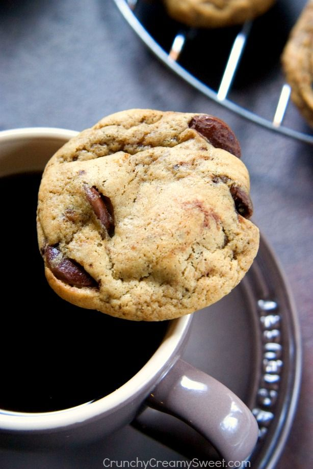 Coffee Chocolate Chip Cookies aka Mocha Cookies - coffee and chocolate combo in a cookie form! Super easy and so delicious!