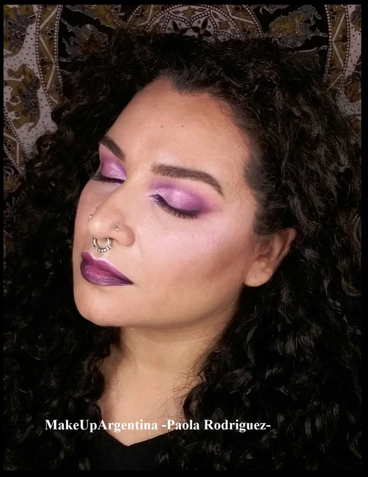 #MOTD monotono pero no monótono! Usando el pigmento Violeta de Mila Marzi y el labial Violetta de MAC. Gusta? #MakeUpArgentina #maquillaje #makeup #violeta #violet