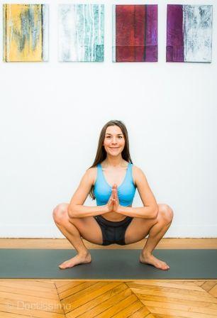 posture de yoga  posture de la guirlande ou malasana
