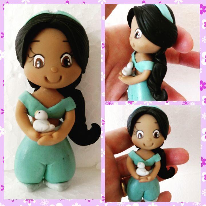 Mais uma....mini princesa ! Jasmine ❤❤ #biscuit #biscuitbh #porcelanafria #coldporcelain #feitoamao #jasmine #princesajasmine #festainfantil #festainfantilbiscuit #topodebolobiscuit #topodebolo http://misstagram.com/ipost/1566895642421014684/?code=BW-u0j2nLCc