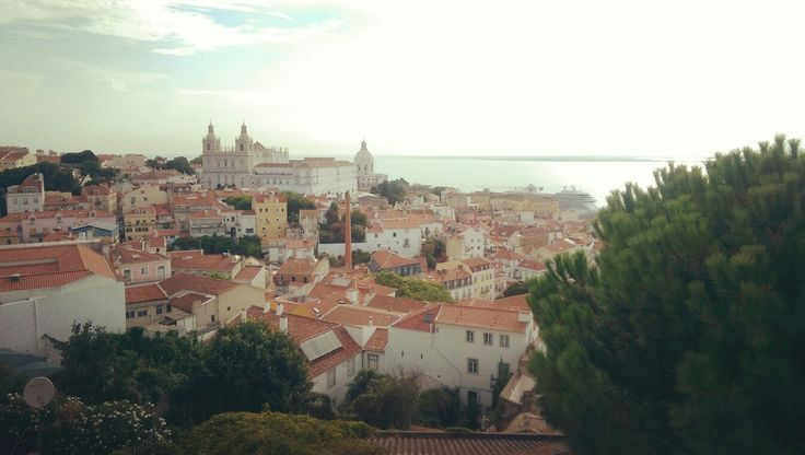 Lisboa with a View! So much gratitude to Life for providing a deep and Joyful time in #Lisbon with Safia Minney from People Tree  Sun, sea, fresh and local food, walks, laughter, coffee, meaningful talks on #humanity, #entrepreneurship, #design, #sustainability, #activism, #effectiveness and more. Deep ecology and deep friendship  #alfama #lisboa #Portugal #portugueseLife #cascais