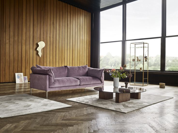Beautiful, beautiful Eilersen sofa setting. The Will brass sculpture in the background help balance the room.