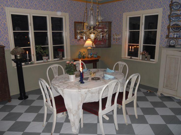 My dinning room with Nästgård wallpaper from Gysinge