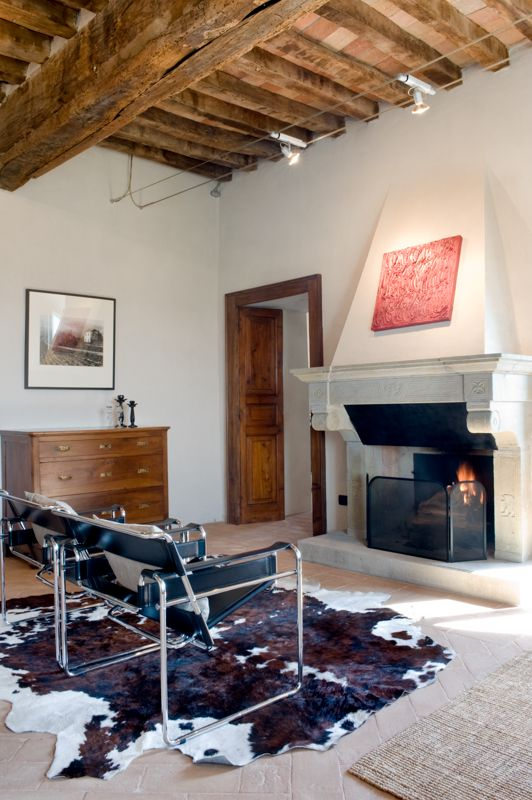 Living Wassily Chair and Fireplace © photo Francesca Pagliai