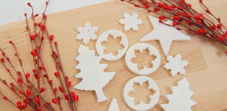 Így készíts sötétben világító, illatos karácsonyfadíszt szódabikarbónából!