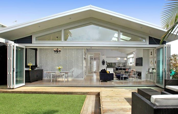 5 panels each way provides a 9m opening - The 2 centre panels can be used as french doors.