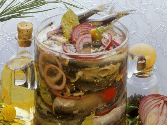 Eingelegte Heringe ist ein Rezept mit frischen Zutaten aus der Kategorie Fisch. Probieren Sie dieses und weitere Rezepte von EAT SMARTER!