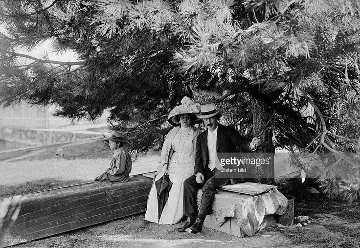 Paderewski, Ignacy *18.11.1860-+Pianist, Komponist, Politiker, Polen- mit seiner Ehefrau auf der Promenadevon Morges am Genfer See, wo sein Wohnsitz Schloss Riond Bosson liegt