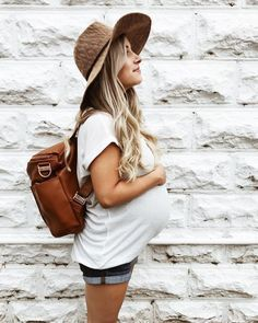Discover the latest fashion trends for the most stylish mother to be. See more a… – Baby Bumpin