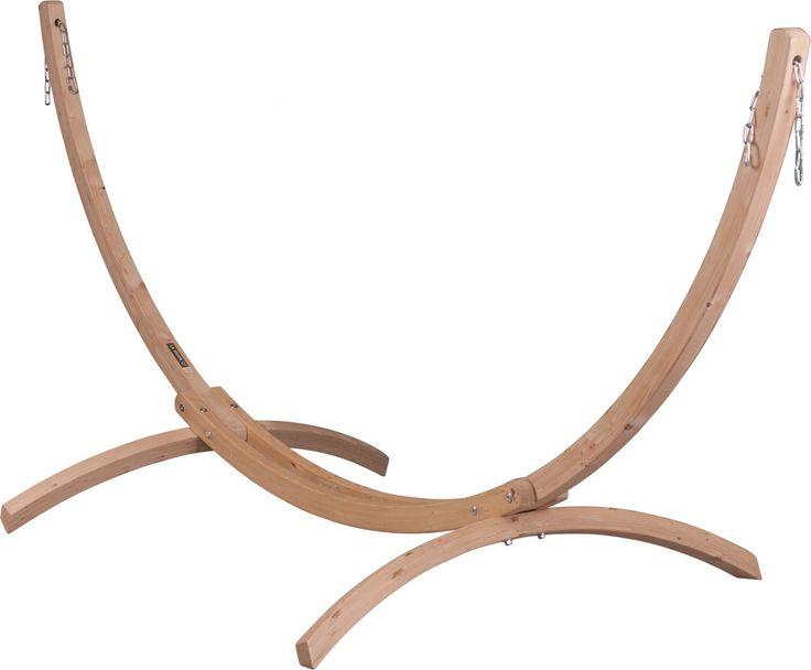 La Siesta Canoa hangmatstandaard dubbel  La Siesta Canoa Met deze hangmatstandaard van La Siesta kun je je hangmat op iedere gewenste plek ophangen. Zo kun je zelf bepalen wanneer je in je hangmat van de zon wilt genieten of juist onder een boom in de schaduw wilt ontspannen. Deze Canoa hangmatstandaard is geschikt voor tweepersoons hangmatten. Deze standaard is vervaardigd van Noors sparrenhout met een FSC-keurmerk. De brede poten en het maanvormige model maken deze standaard zeer stevig…