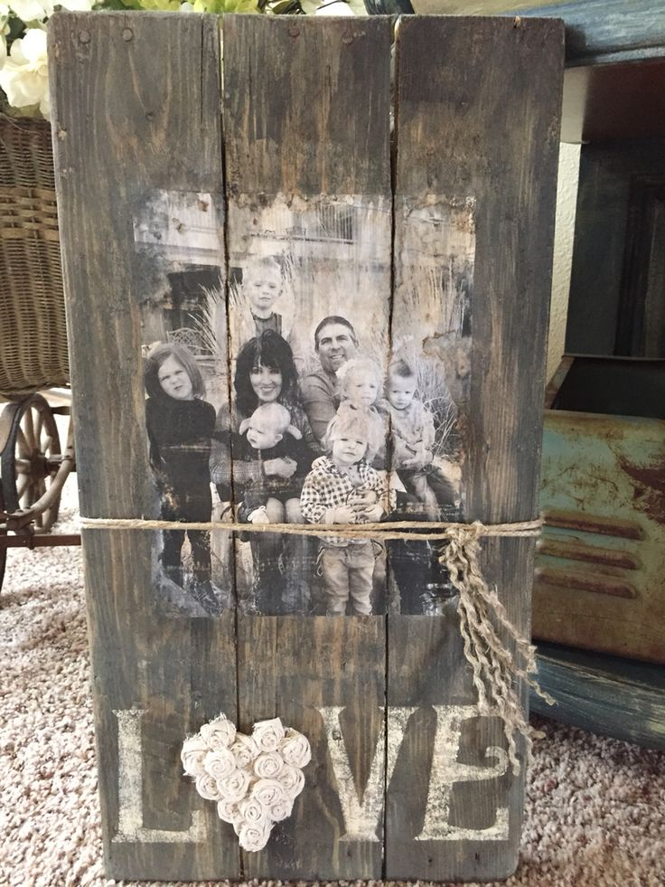 Photo on pallet with twine
