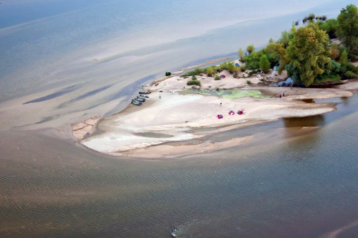Bivouac sur une île de la Loire lors d'un week-end randonée canoë en famille ou entre amis, facile et superbe !